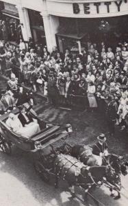Queen Elizabeth II Visits Yorkshire Silver Jubilee Street Party 1971 Postcard