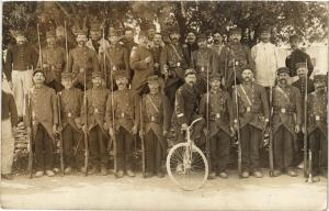 CPA Militaire - Soldier on a Bicycle and Other Soldiers (698249)