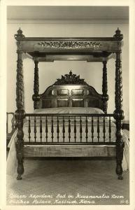 hawaii, KAILUA, Hulihee Palace, Queen Kapiolani Bed in Kawānanakoa Room (1940s)