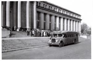 Postcard Vintage Bus Outside Natural History Museum Building Washington DC 52C