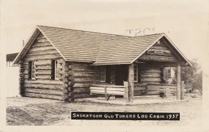 RP: SASKATOON , Saskatchewan , 1910s ; Old Timers Association Log Cabin