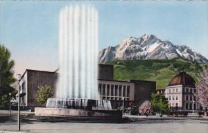Switzerland Luzern Kunst und Kongrsshaus mit Wagenbachbrunnen und Pilatus