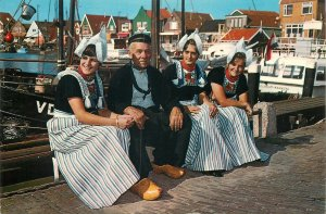 Post card Netherlands Volendam ethnic types and scenes Dutch folk outfits