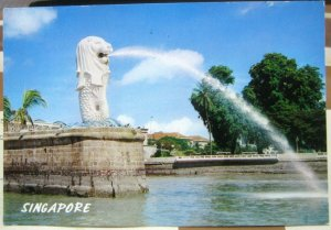 Singapore The Merlion Guarding Singapore River - posted 1992