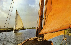 Vintage 1967 Postcard, Sailing on the Norfolk Broads, Boats, FM1