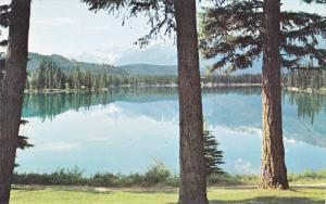 Lake Beauvert, Jasper Park, JASPER, Alberta, Canada, 40-60´s