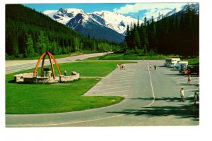 Selkirk Mountains, British Columbia, Campers in Parking Lot