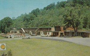 PARKERSBURG , West Virginia , 1961 ; Green Acres Motel