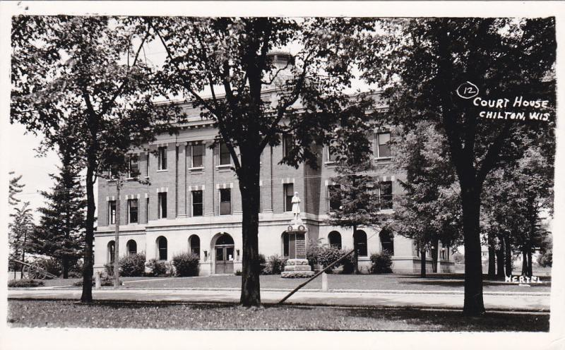 RP: CHILTON , Wisconsin , 30-40s : Court House