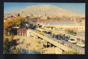 EL PASO TEXAS JUAREZ MEXICO 1950's CARS INTERNATIONAL BRIDGE VINTAGE POSTCARD