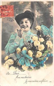 Avec mes baisers, Je vous en voie ces fleurs, roses bouquet, smiley woman giggle