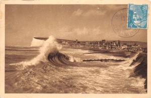 France Mers subit l'assaut des vagues 1950