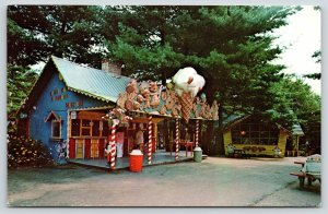Putney Vermont~Santa's Land~Candy Cane Cupboard Shop~Giant Ice Cream Cone~1960s