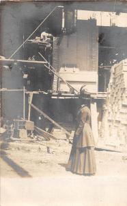 D4/ Occuptional Worker RPPC Postcard c1910 Bricklayer Bricks Mason and Woman 32