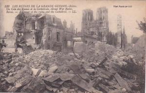 France Reims en Ruines Un Coin des Ruines et la Cathedrale