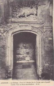 France Amboise Le Chateau Porte de l'Ancien Jeu de Paume contre laquelle Char...