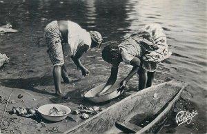 African ethnic scenes et types postcard fish preparation