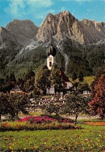 Zugspitzdorf Grainau Kirche mit Grossen u. Kleinen Waxenstein