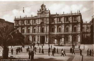 Italy - Catania piazza universita 01.30