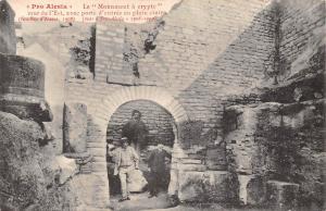 France Pro Alesia Le Monument a crypte mur de l'Est avec porte d'entree