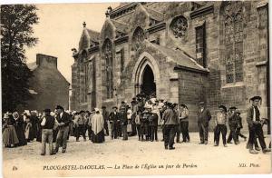 CPA PLOUGASTEL-DAOULAS - La Place de l'Église un jour de Pardon (206822)