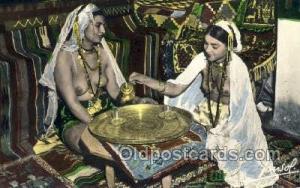 Le the chez les danseuses ouled nails Arab Nude Old Vintage Antique Post Card...