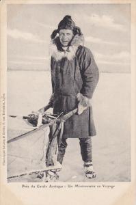 Pres du Cercle Arctique , Canada , 1910s : Un Missionnaire en Voyage