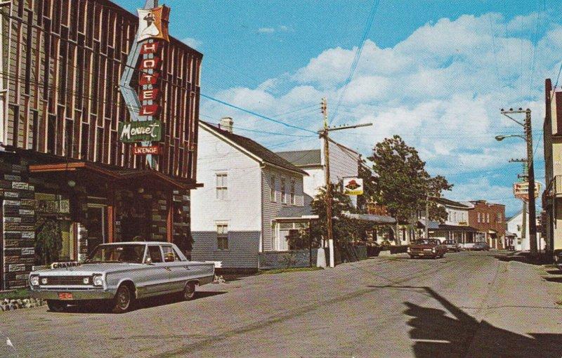 CAP CHAT , Quebec , Canada , PU-1984 ; rue Notre-Dame