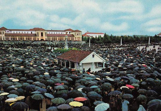 Communion In The Rain Portugal Giant Open Air Service Fatima Postcard