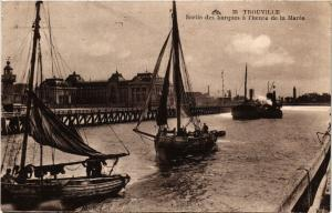 CPA TROUVILLE - Sortie des barques a lheure de la Marée (516465)
