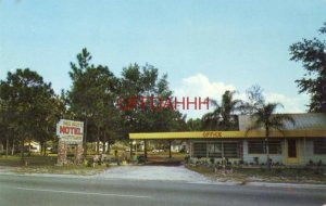 PINE GROVE MOTEL AND COTTAGES, FERN PARK, FL. Mr and Mrs Brown, Owners