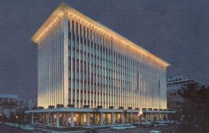 WASHINGTON D.C. , National Geographic Headquarters at night , 30-40s