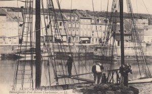 Saint-Valley-en-Caux , France , 1900-10s ; Dechargement d'un Bateau Charbonnier