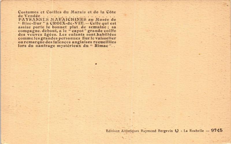 CPA Costumes et Coiffes du Marais FRANCE FOLKLORE (789392)