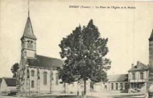 CPA CHIGY - La Place de l'Église et la Mairie (108388)