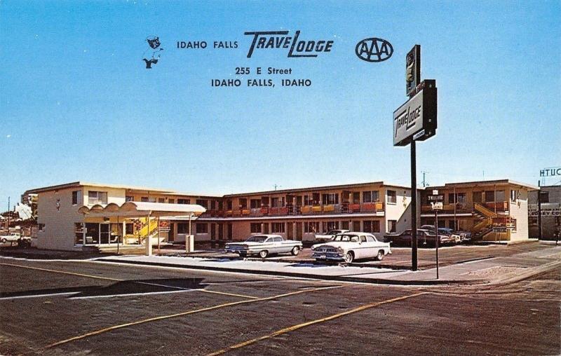 Idaho Falls Idaho~TraveLodge Motel~Sleepwalking Bear Sign~1950s Cars~Postcard