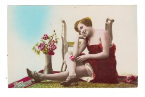 HI1083 SEXYMODEL IN RED DRESS  1920/30 SHOWING STOCKINGS AND LEGS , windmill toy