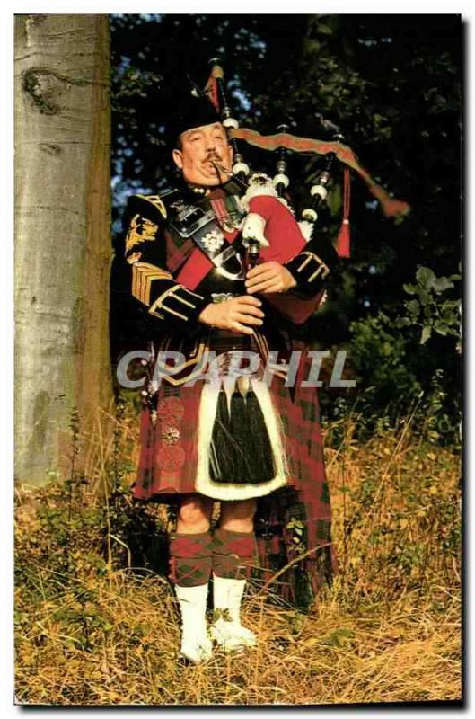 MODERN POSTCARD the pipe major with the Royal Highland Fusiliers Folklore