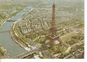 Postal 045518 : La Tour Eiffel et le Cmap-de-Mars. En Survolant Paris