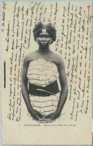 80154 -  MADAGASCAR -  Vintage Postcard - ETHNIC : Andrabe Tribe female 1906