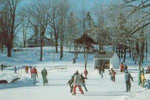 HOWARD , Quebec , Canada , 1987 ; Winter ; Ice Skating