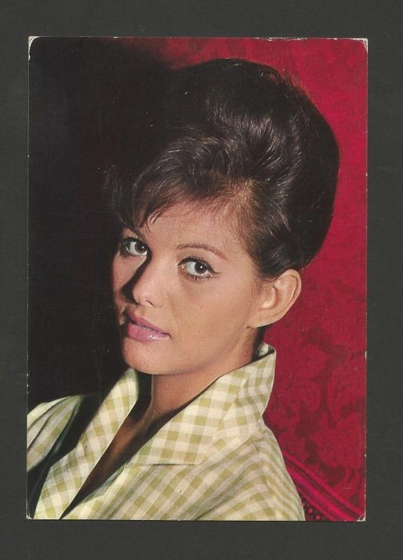 PIN UP WOMAN  BEAUTY  Claudia Cardinale MOVIE STAR pcard fashion 1960years z1 cc