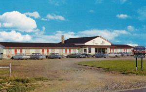 Motel Au Sommwil D'Or , MONT JOLI , Quebec , Canada , 50-60s