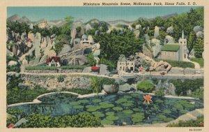 SIOUX FALLS , South Dakota, 1930-40s ; McKennan Park , Miniature MT scene