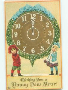 Pre-Linen New Year KIDS HOLDING GIANT CLOCK AB2626