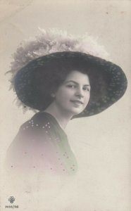 RP; Woman in a large hat , 00-10s