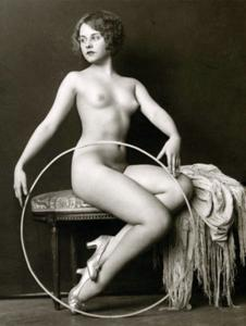 Female Erotic French Pin Up Nude REPRO Vintage Postcard Z152171