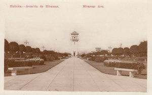 RP: Habana , Cuba , 00-10s ; Avenida de Miramar