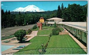 DUNSMUIR, CA  Roadside OAK-LO MOTEL House of Glass view of Mt. Shasta  Postcard