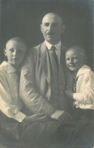 Social History old Postcard 1924 family photo father with sons elegant outfits